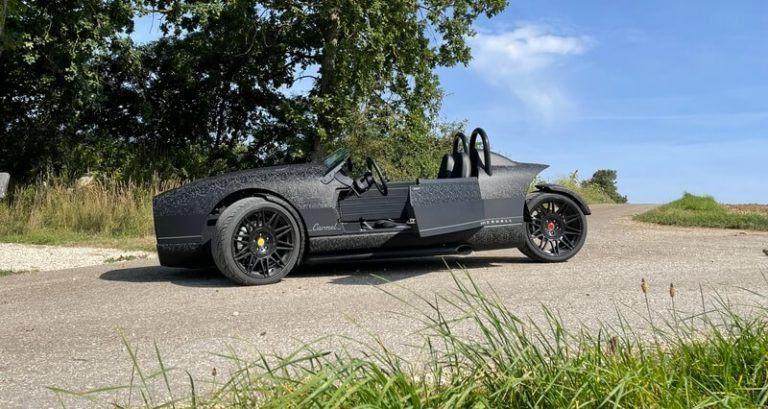 Dreirädriges Cabrio von der Seite