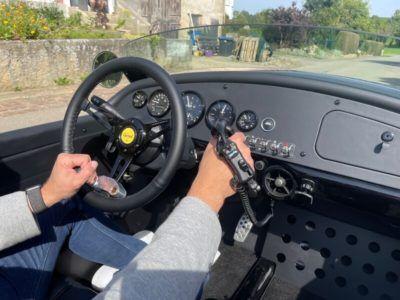 Cockpit des Cabrios mit behindertengerechten Umbauten